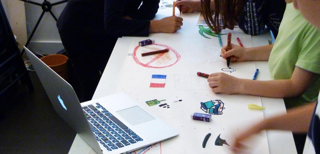 Toutes les techniques d'arts plastiques : collage, encre de Chine, gouache, aquarelle, collage, crayons de couleurs, feutres, plâtre, carton, etc.
